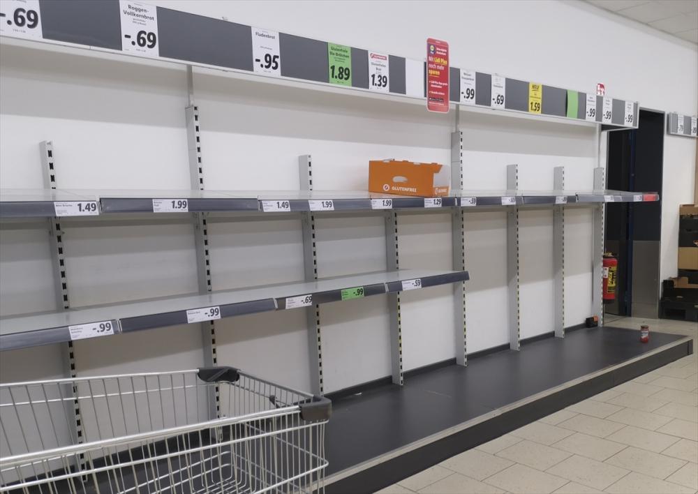 Almanya'da market rafları boşaldı galerisi resim 1