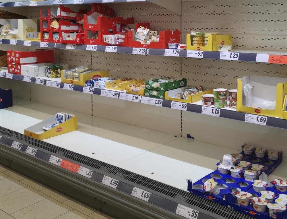 Almanya'da market rafları boşaldı galerisi resim 10