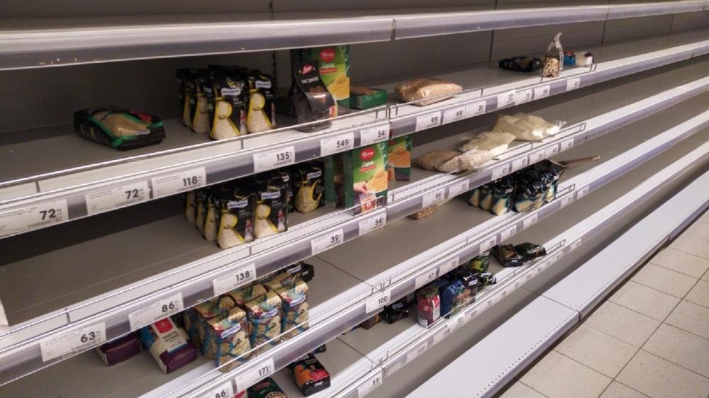 Marketlerde gıda ürünü bırakmadılar galerisi resim 1