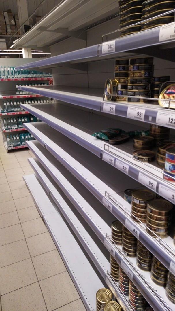Marketlerde gıda ürünü bırakmadılar galerisi resim 3