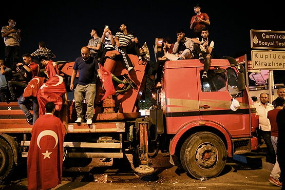 Yurttan darbe girişimi protestoları galerisi resim 31