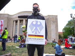 Almanya'da korona protestosu