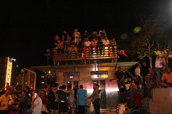 Taksim'de darbe girişimi protestosu galerisi resim 6