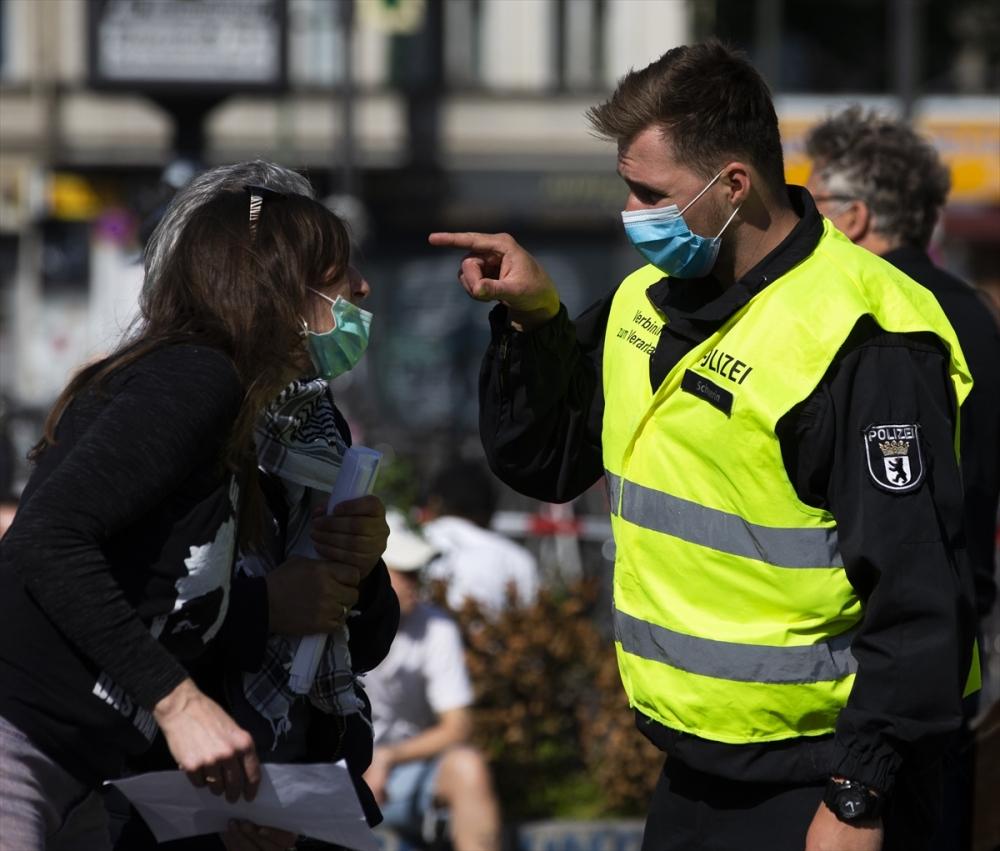 Berlin'de ırkçılık protestosu galerisi resim 23