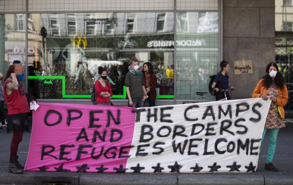 Berlin'de ırkçılık protestosu galerisi resim 4