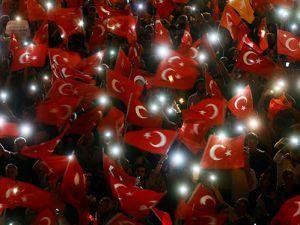 Vatandaşlar demokrasi nöbetinde