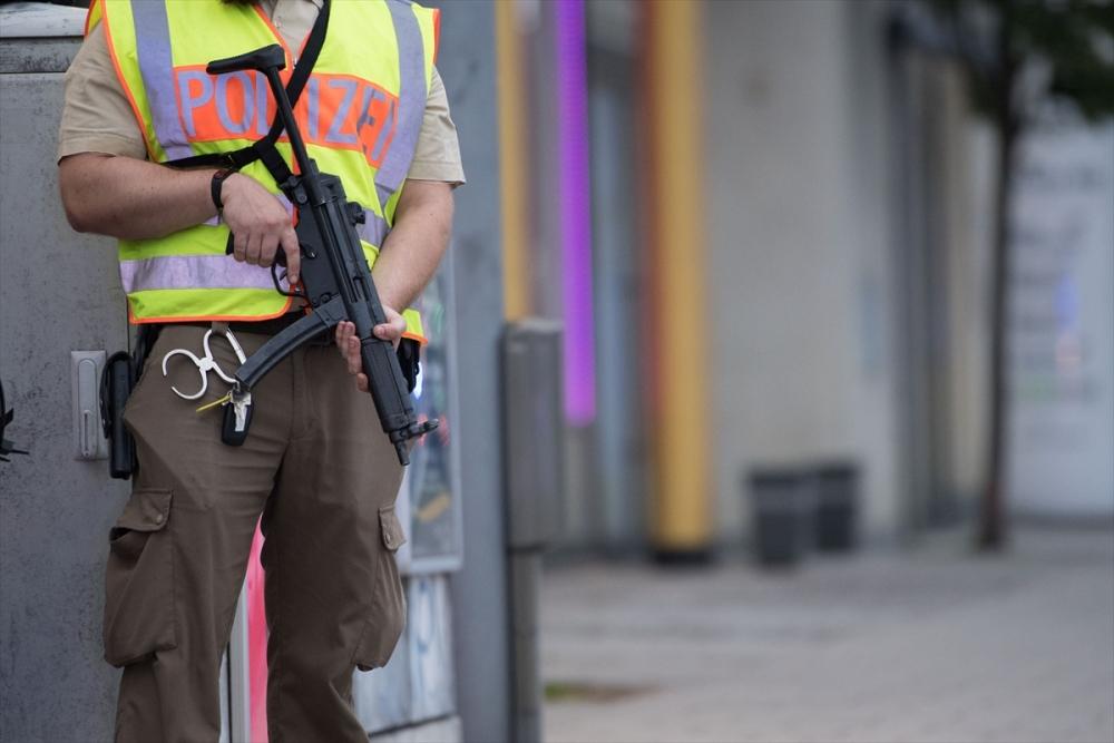 Münih'te terör saldırısı: 10 ölü galerisi resim 2