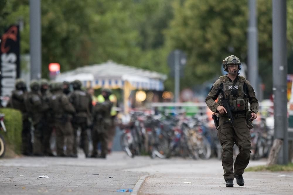 Münih'te terör saldırısı: 10 ölü galerisi resim 3
