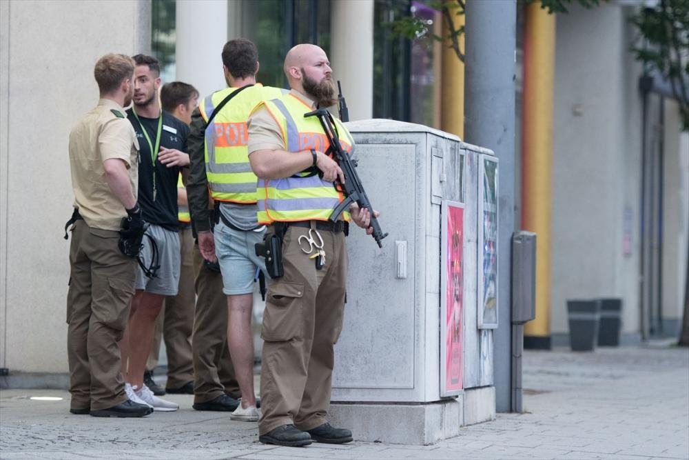 Münih'te terör saldırısı: 10 ölü galerisi resim 4