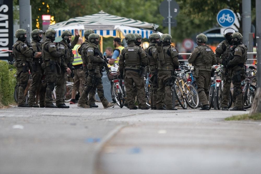 Münih'te terör saldırısı: 10 ölü galerisi resim 5