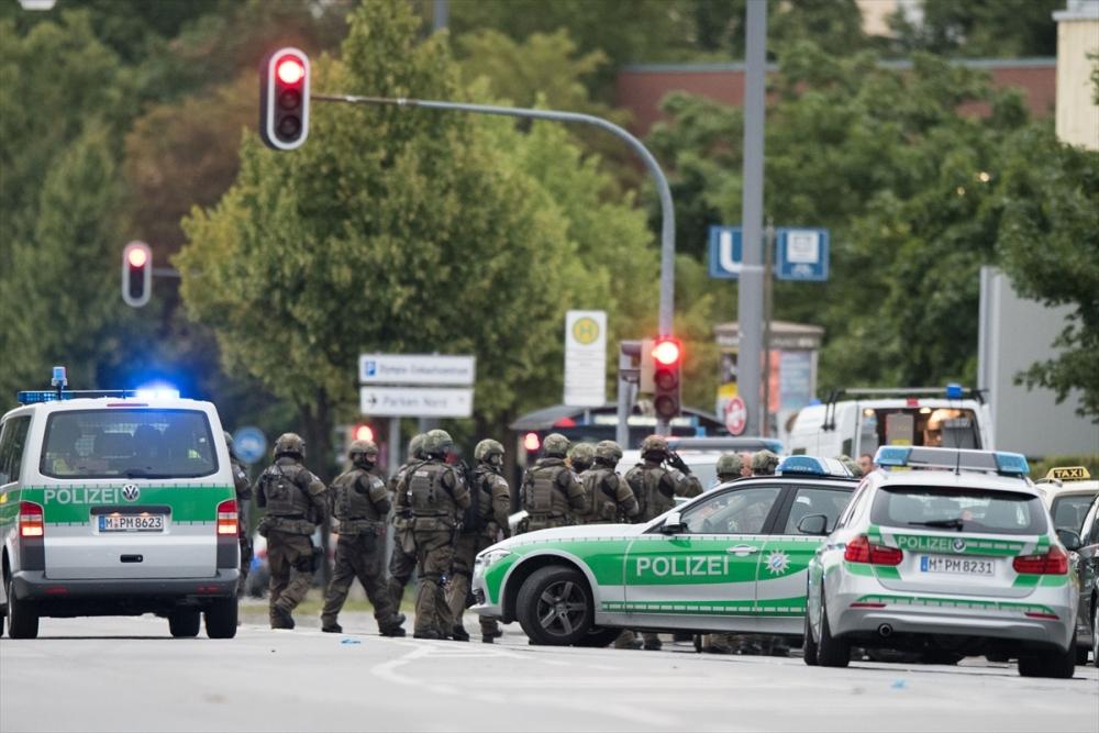 Münih'te terör saldırısı: 10 ölü galerisi resim 6