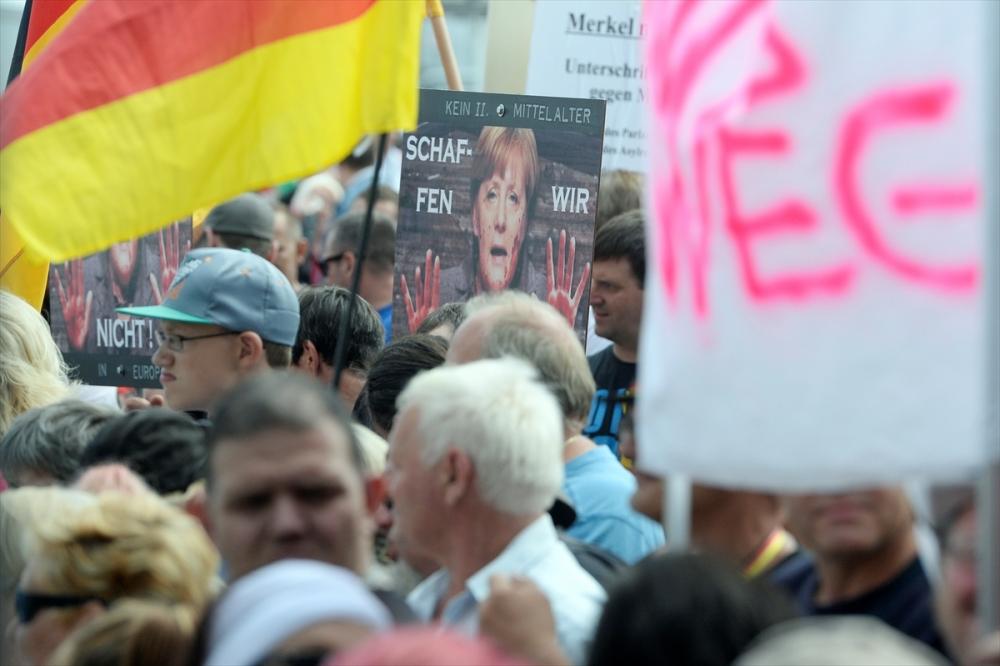 'Almanya'yı sevmeyen Almanya'yı terk etsin' galerisi resim 3