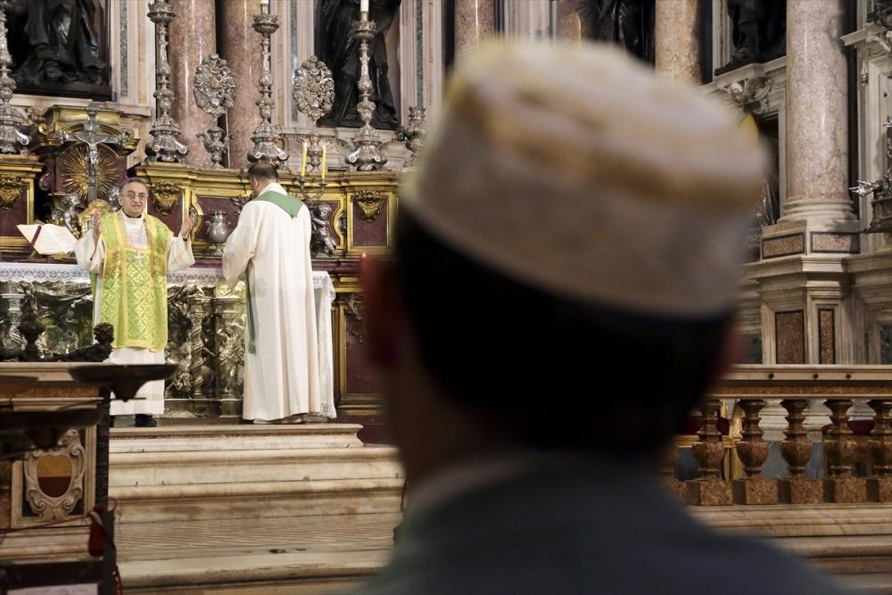 Müslümanlar pazar ayinine katıldı galerisi resim 1