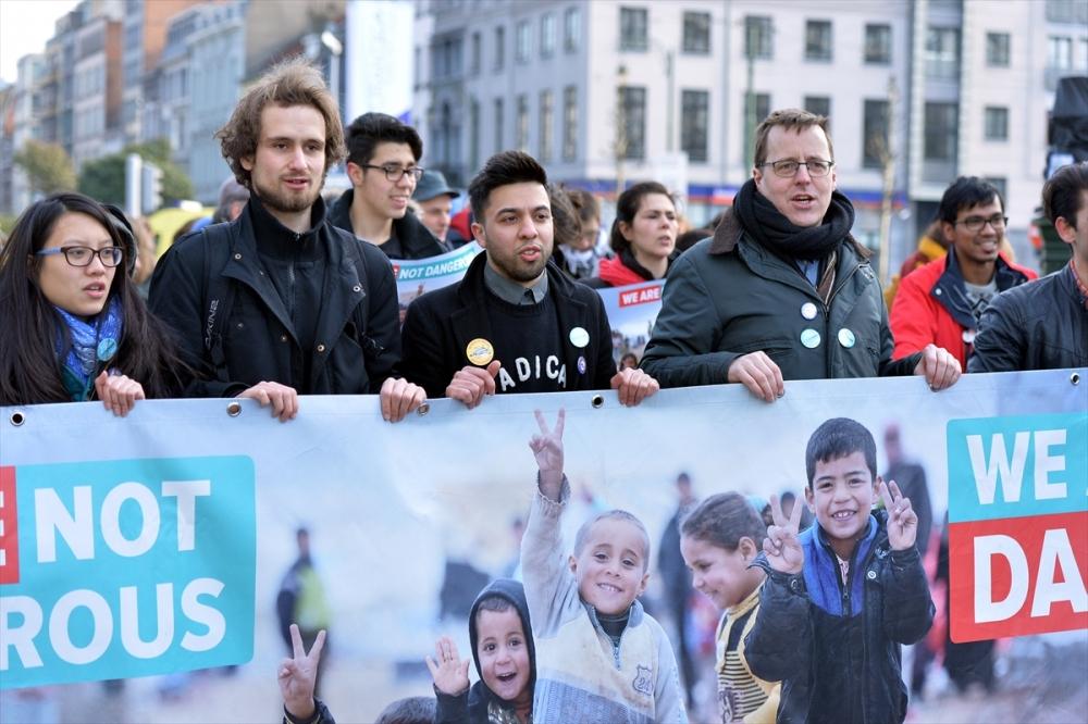 Brüksel'de sığınmacılara destek yürüyüşü galerisi resim 4