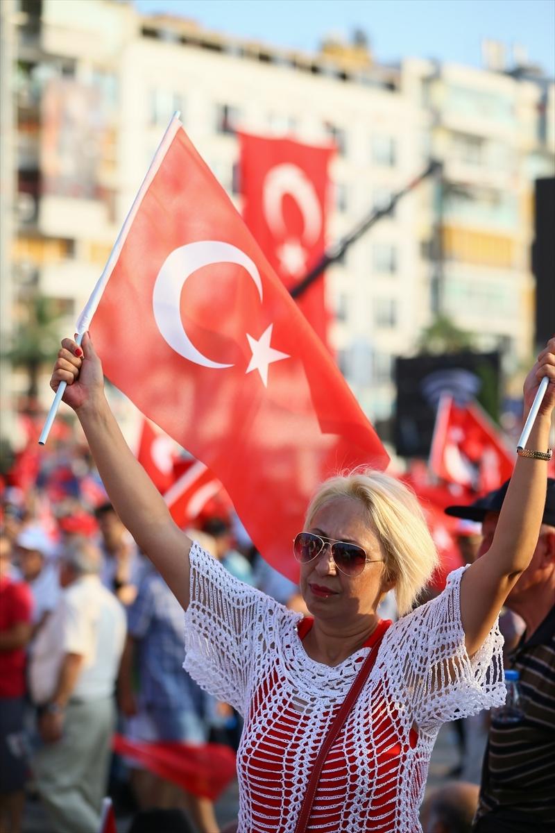 İzmir'de 'Cumhuriyet ve Demokrasi' coşkusu galerisi resim 13