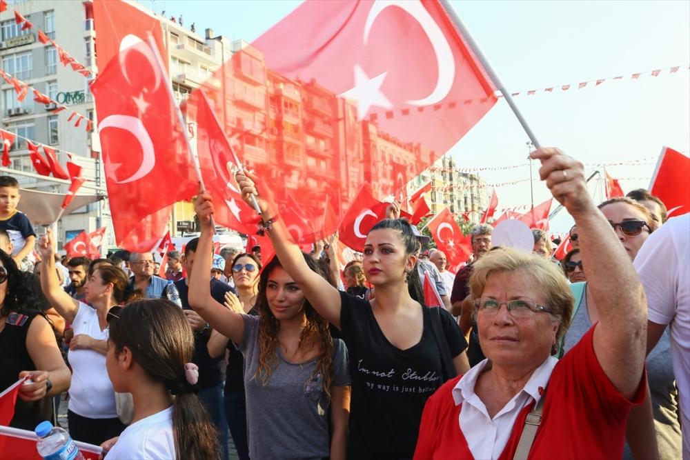 İzmir'de 'Cumhuriyet ve Demokrasi' coşkusu galerisi resim 17