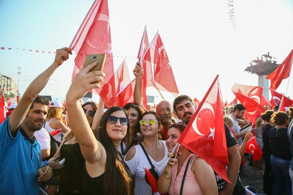 İzmir'de 'Cumhuriyet ve Demokrasi' coşkusu galerisi resim 2
