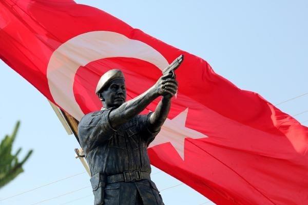 Şehit Astsubay Ömer Halisdemir'in heykeli dikildi galerisi resim 1
