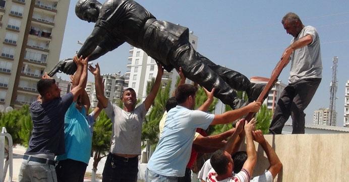 Şehit Astsubay Ömer Halisdemir'in heykeli dikildi galerisi resim 2