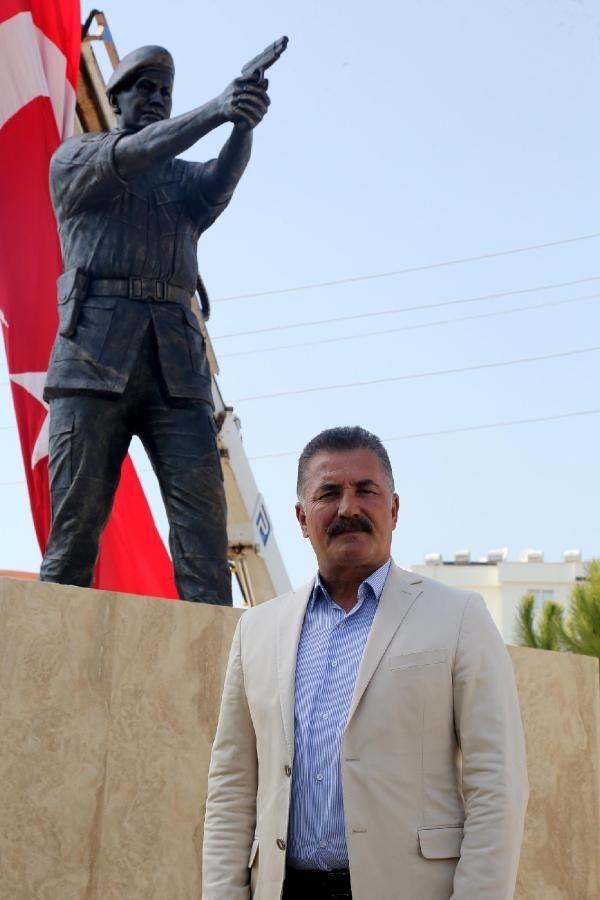 Şehit Astsubay Ömer Halisdemir'in heykeli dikildi galerisi resim 5