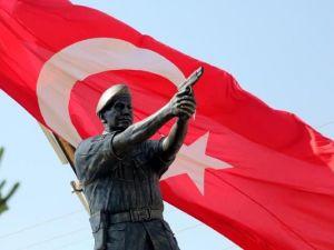Şehit Astsubay Ömer Halisdemir'in heykeli dikildi