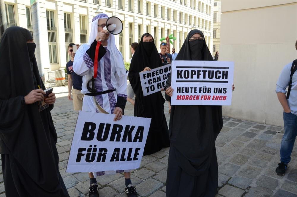 Avusturya'da aşırı sağcılardan çarşaflı protesto galerisi resim 1