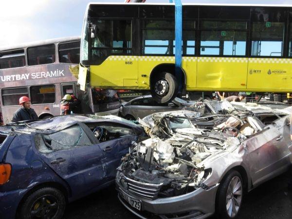 Acıbadem'de metrobüs yoldan çıktı: 11 yaralı galerisi resim 1