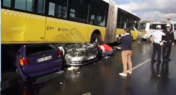 Acıbadem'de metrobüs yoldan çıktı: 11 yaralı galerisi resim 2