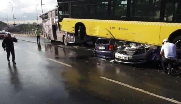 Acıbadem'de metrobüs yoldan çıktı: 11 yaralı galerisi resim 3