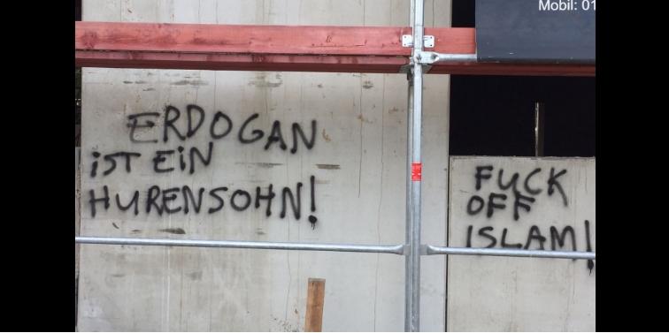 Almanya'da camiye çirkin saldırı galerisi resim 1