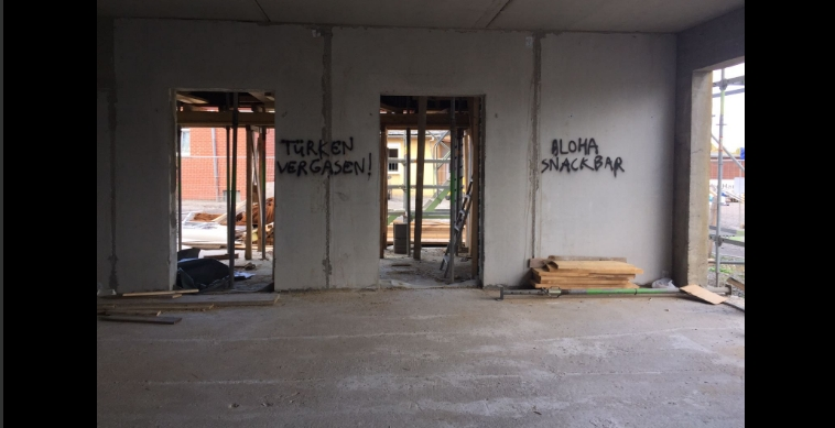 Almanya'da camiye çirkin saldırı galerisi resim 3