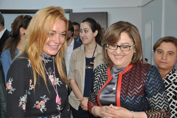 Hollywood yıldızı Lohan, Suriyeliler'i ziyaret etti galerisi resim 2