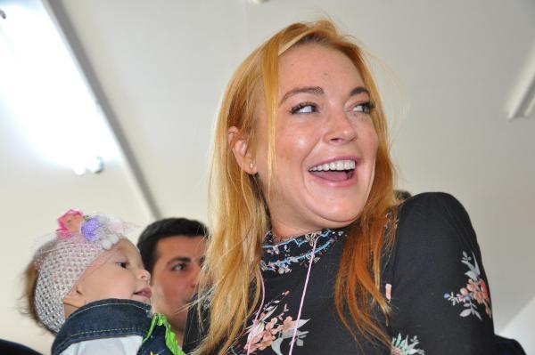 Hollywood yıldızı Lohan, Suriyeliler'i ziyaret etti galerisi resim 3