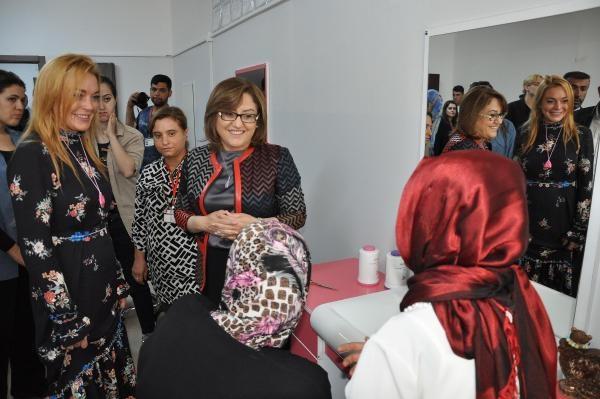Hollywood yıldızı Lohan, Suriyeliler'i ziyaret etti galerisi resim 5