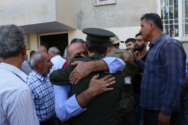 Türkiye şehitlerine ağlıyor galerisi resim 12