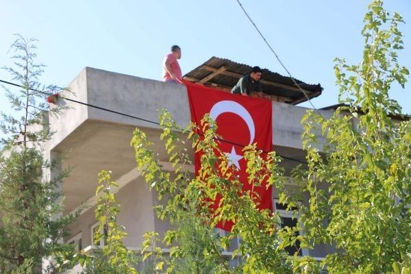 Türkiye şehitlerine ağlıyor galerisi resim 17