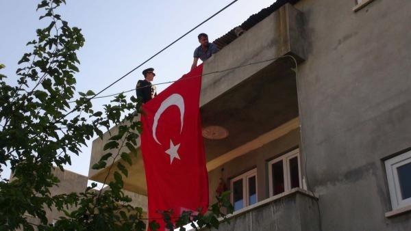 Türkiye şehitlerine ağlıyor galerisi resim 20