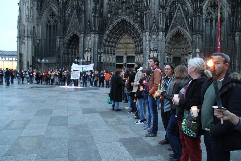 Halep saldırılarının durması için Köln'de insan zinciri galerisi resim 2