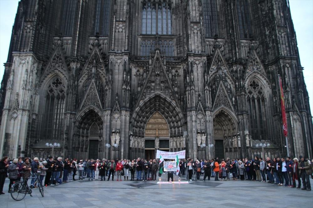 Halep saldırılarının durması için Köln'de insan zinciri galerisi resim 3