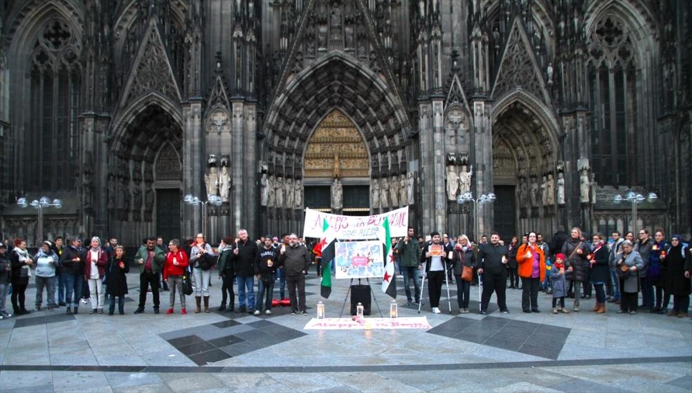 Halep saldırılarının durması için Köln'de insan zinciri galerisi resim 4