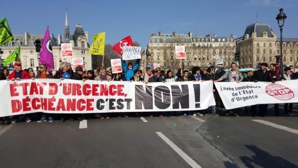 Paris'te 'OHAL'i acilen durdurun eylemi galerisi resim 1