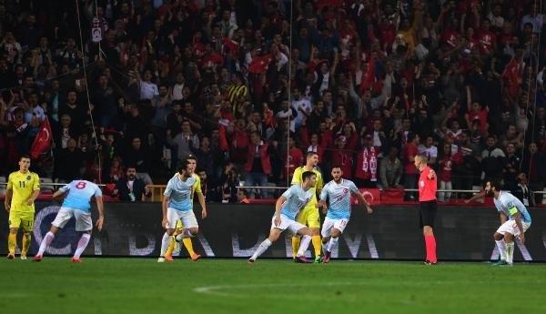 Türkiye-Kosova maçından kareler galerisi resim 7