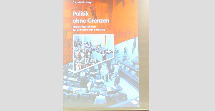 Göçmen kökenli milletvekillerinin hayatları kitaplaştı galerisi resim 1