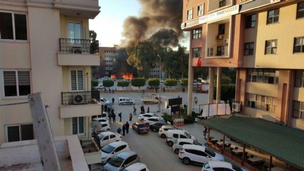 Adana Valiliği'ne bombalı araçla saldırı galerisi resim 11