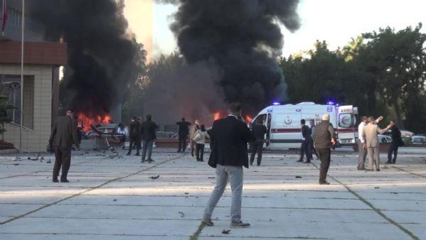 Adana Valiliği'ne bombalı araçla saldırı galerisi resim 15