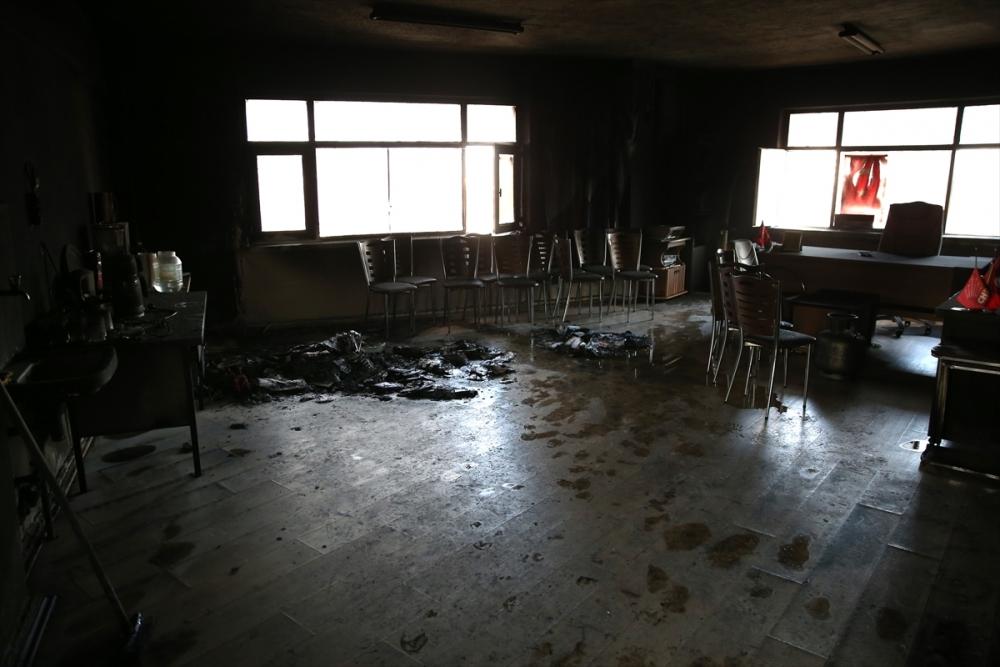 CHP İlçe binası kundaklandı galerisi resim 4