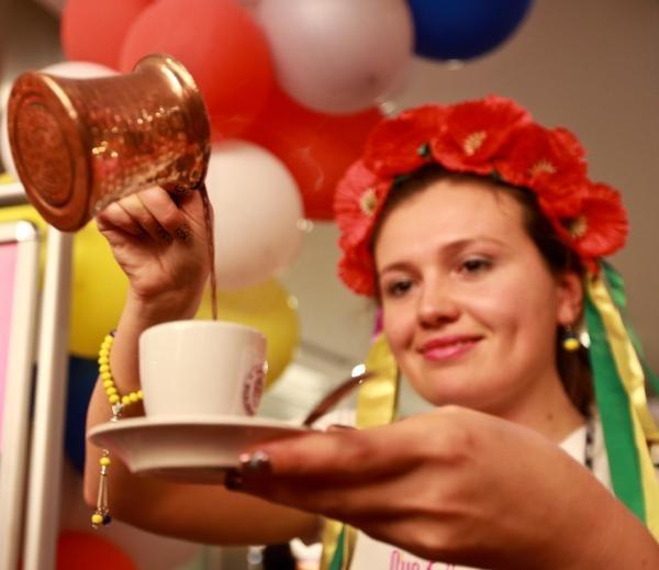Yabancı gelinlerden okkalı kahveler galerisi resim 6