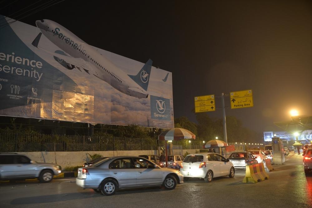 Pakistan'da yolcu uçağı düştü galerisi resim 1