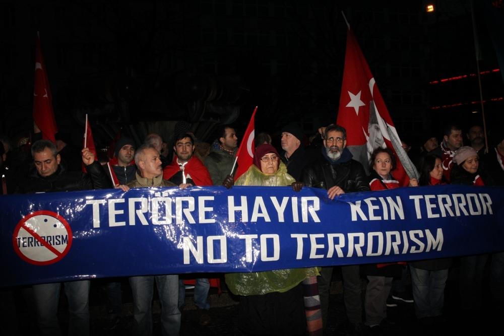 İstanbul'daki terör saldırısı Almanya'da protesto edildi galerisi resim 1