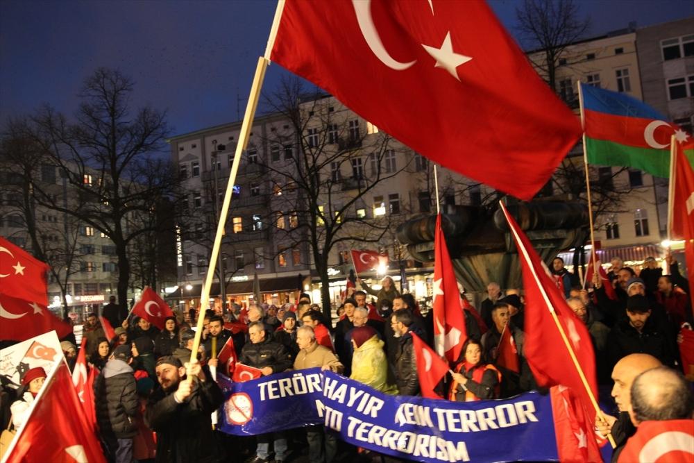 İstanbul'daki terör saldırısı Almanya'da protesto edildi galerisi resim 6